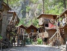 A tree house Hostel for backpackers. Turkey Hostels.
