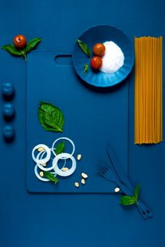 Take a look at the behind the scenes action of the products getting clicked creatively Dark Food Photography, Flat Lay Photography, Coffee Photography, Commercial Photography, Food Poster Design, Food Design, Popular Indian Food, Food Coloring, Food Pictures
