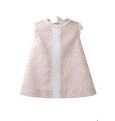 Vestido para bebé de piqué estampado con florecitas rosas y jaretas blancas.