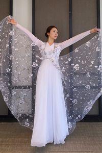 Resultado de imagem para roupas para coreografia Praise Dance Wear, Praise Dance Dresses, Worship Dance, Garment Of Praise, Dance Uniforms, Beautiful Costumes, Belly Dance Costumes, Dance Fashion, Dance Outfits