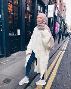 Oversized parka jackets and cardigan hijab looks - Just Trendy Girls Modest Fashion Hijab, Modern Hijab Fashion, Street Hijab Fashion, Casual Hijab Outfit, Outfits Casual, Hijab Fashion Inspiration, Winter Fashion Outfits, Muslim Fashion, Casual Hijab Styles