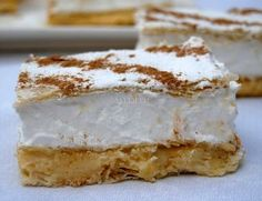 : Milhojas de Crema Pastelera y Merengue Mini Desserts, Summer Desserts, No Bake Desserts, Sweet Recipes, Cake Recipes, Dessert Recipes, Sweet Dough, Mini Cakes, Bakery