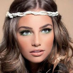 The funkiest makeup trends of the 70s Disco Makeup, 70s Makeup Look, 70s Hair And Makeup, Vintage Makeup Looks, Retro Makeup, Eye Makeup, 1970s Makeup Eyes, Make Up Looks, Makeup Trends
