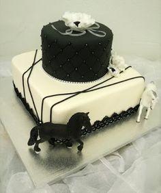 Purppurahelmen juhla- ja  fantasiakakut: 30-v juhliin kakkua.
