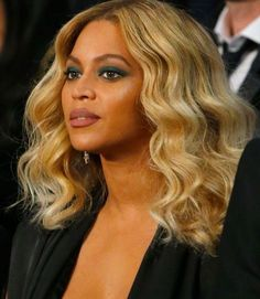 beyonce new hair color - best at home semi permanent hair color Lace Front Wigs, Lace Wigs, Beyonce Makeup, Beyonce Eyes, Makeup For Green Eyes, New Hair Colors, Hair Colour, Celebrity Beauty, Beautiful Celebrities