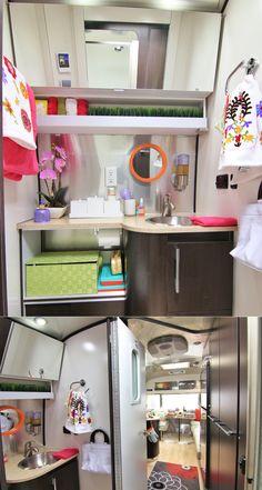 JULIEN: salle de bain parfaite! L miroir au-dessus est très pratique mais aussi donne l'impression que la pièce est plus grande.
