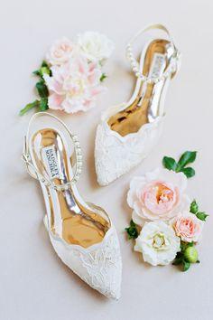 Bride Shoes, Wedding Shoes, Wedding Day, Wedding Dresses, Diy Wedding Favors, Handmade Wedding, Badgley Mischka Bridal, Wedding Flower Inspiration, Flatlay Styling
