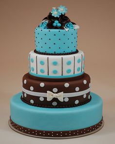 Polka dots on wedding cakes is a favorite theme of many brides, and it's the same wherever in the world they live. Creative brides and chefs have put their heads together to create these dazzling, ...