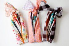 FREE Tutorial - Gingham Style Knotted Zipper Pencil Pouch by Kate