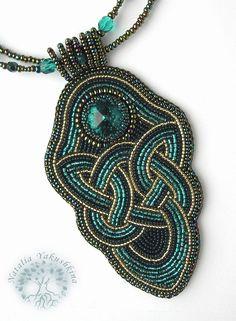 beadwork necklace celtic