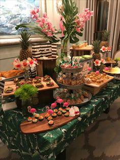 Ideas for chocolate fountain table Luau Theme Party, Hawaiian Party Decorations, Aloha Party, Hawaiian Luau Party, Moana Birthday Party, Luau Birthday, Tiki Party, Party Table Decorations, Festa Party