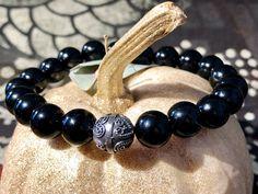 Handgefertigtes Herren-Armband aus Onyx mit Kugel aus Silber 925. Ein echtes Unikat. Kugel, Beaded Bracelets, Uni, Jewelry, Semi Precious Beads, Handcrafted Jewelry, Beads, Jewlery, Bijoux