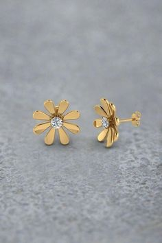 186a9eb18 Daisy Flower Stud Earrings for Women with Diamonds i Yellow Gold  exclusively styled by Fascinating Diamonds