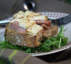 Tartines tomate, jambon et P'tit Basque Istara - Envie de bien manger. Découvrez les spécialités culinaires du pays Basque ici : www.enviedebienmanger.fr/recettes/istara