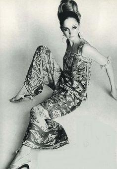 Vintage Fashion Emilio Pucci jumpsuit, Vogue UK July Photo by Henry Clark Emilio Pucci, Sixties Fashion, Retro Fashion, Fashion Vintage, Vintage Dresses, Vintage Outfits, Vintage Fashion Photography, Glamour, Vintage Mode