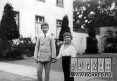 Tsarevich Alexei (Right) with his British cousin Dickie Mountbatten: c. 1909