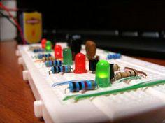Revista ELEKTRONIKA: Simuladores de circuitos eléctricos y electrónicos...