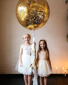 Awesome #transparent #ballon with gold #feckles for any festive #snap! Photo via #ruffledblog