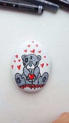 Cute rock painting with Teddy Bear. DIY rock painting tutorial with Artistro paint pens. Artistro paint pens are perfect for rock painting. Step-by-step tutorial diy videos to sell Teddy Bear Painted Mugs, Painted Rocks, Painted Rock Animals, Rock Crafts, Crafts To Sell, Bear Crafts, Sell Diy, Diy Crafts, Point Paint