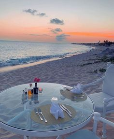 Dinner in the Caribbean, #StMartin Photo by: André Borchers Romantic Dinner For Two, Romantic Beach, Romantic Places, Caribbean Beach Resort, Beach Resorts, Hotels And Resorts, Caribbean Sea, 370z, Best Weekend Getaways