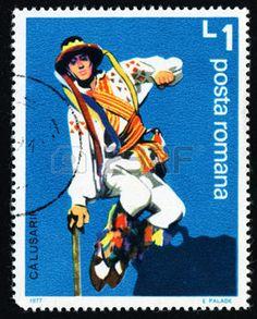 """danse folklorique: ROUMANIE - CIRCA 1977: Un timbre imprimé en Roumanie de l'émission """"Calusarii Folk Dance"""" montre sautant danseuse avec un bâton, circa 1977. Editeur"""
