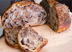 A how-to guide on making incredible Tartine Country Walnut Sourdough bread. This bread, with its rich walnut taste & slight sourness, will make you want seconds. Sourdough Recipes, Sourdough Bread, Bread Recipes, Baking Recipes, Tartine Recipe, Cranberry Walnut Bread, Walnut Bread Recipe, Bread Bun, Bread Baking