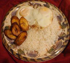 ☀arroz con huevos frito and platanos maduros.☀  One of my favorites!!! Con jamonilla!!!!