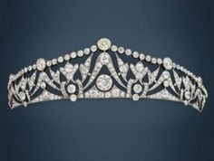 Antique Jewelry A Belle Epoque platinum and diamond tiara, the first third of the century. Can also be worn as a necklace. Royal Jewelry, Sea Glass Jewelry, Crystal Jewelry, Silver Jewellery, Victorian Jewelry, Antique Jewelry, Vintage Jewelry, Handmade Jewelry, Royal Tiaras
