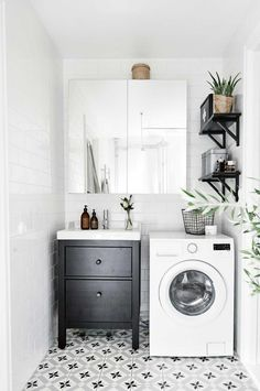 Our guide to perfecting the layout of your laundry. From the February 2016 issue of Inside Out magazine. Project by Alvhem Mäkleri & Interiör (alvhemmakleri.se). Available from newsagents, Zinio, http://www.zinio.com, Google Play, https://play.google.com/store/magazines/details/Inside_Out?id=CAowu8qZAQ, Apple's Newsstand, https://itunes.apple.com/au/app/inside-out/id604734331?mt=8ign-mpt=uo%3D4 and Nook.