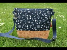 How to sew a reversible bag - free pattern & DIY tutorial Sewing Patterns Free, Free Sewing, Diy Bags No Sew, Purse For Teens, Crochet Bag Tutorials, Cross Shoulder Bags, Across Body Bag, Sewing Lessons, Diy Purse