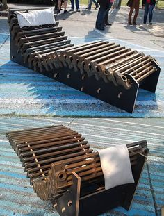 CNC Music Factory designed a chaise lounge called 'Radiator Lounge' made out of an old radiator. Metal Projects, Furniture Projects, Furniture Making, Furniture Design, Old Radiators, Cast Iron Radiators, Lounge Chair, Lounge Seating, Recycled Furniture