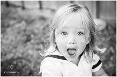 Toddler Girl looking surprised - Photo by Monika Lauber Fotografie www.monikalauber.de