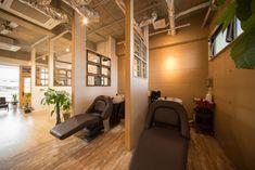 Small Salon, Salon Interior Design, Home Salon, Clinic, Simple, Table, Furniture, Shopping, Home Decor