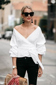 Fashion Style Outfits Woman White Tops Ideas For 2019 Wrap Tops, White Wrap Top, White Tops, Street Style Outfits, Fashion Outfits, Mode Ootd, Look 2018, Fashion Jackson, Looks Chic