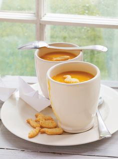Ricardo - to freeze. Cream of Carrot Soup (no cream, just carrots and potatoes). Gourmet Recipes, Soup Recipes, Dinner Recipes, Cooking Recipes, Healthy Recipes, Delicious Recipes, Vegetarian Recipes, Cheap Clean Eating, Clean Eating Snacks