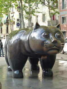 Public Art in El Raval, Barcelona; El gato de Botero in the middle of a square Graffiti Murals, Murals Street Art, Ema Ema, Sculpture Art, Sculptures, Nine Lives, Sidewalk Art, Alexander Calder, Barbara Hepworth