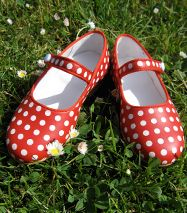 Adorable!  Would fit perfectly with polka dots school satchels at claradeparis.com