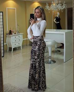 Lançamento Maraaaaaa no site mulher!!!! 🍃 Saia Sereia Cintia - 129.90 🍃 Tecido Neopreme. Para compras acesse www.closetluxuoso.com.br ou Whatsapp (62)981341522 Sexy Dresses, Beautiful Dresses, Hijab Fashion, Fashion Dresses, Flattering Outfits, Next Fashion, Indian Designer Wear, African Dress, Skirt Outfits