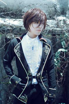 Love the hair and that jacket the detail unf. Gothic Lolita Fashion, Steampunk Fashion, Boy Fashion, Fashion Outfits, Fashion Styles, Harajuku Fashion, Visual Kei, New Outfits, Cute