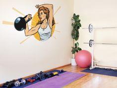 https://www.i-love-wandtattoo.de/dekoratives/fitness/buntes-retro-fitness-wandtattoo-trainerin-mit-kugelhantel.html