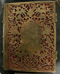 If 99% of books only get sold as ebooks in future, there will be one thing that could keep me happy. If all physical books had ornate metal cases :-)