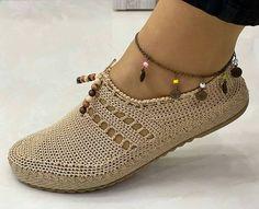 Diy Crochet Shoes, Crochet Booties Pattern, Crochet Slipper Boots, Baby Sweater Knitting Pattern, Crochet Sandals, Crochet Slippers, Baby Knitting Patterns, Crochet Clothes, Diy Clothes And Shoes