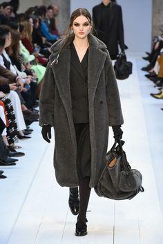 Max Mara | Ready-to-Wear Autumn 2020 | Look 14 Fall Winter, Autumn, Grey Outfit, Max Mara, Capsule Wardrobe, Winter Outfits, Ready To Wear, Fashion Show, Street Style