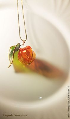 amazing resin art physalis with leaf necklace resin jewelry Amazing res. - amazing resin art physalis with leaf necklace resin jewelry Amazing resin art! Cute Jewelry, Diy Jewelry, Jewelery, Jewelry Accessories, Beaded Jewelry, Jewelry Making, Women Jewelry, Unique Jewelry, Jewelry Holder