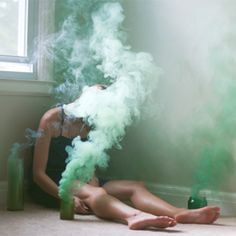 Colored smoke bombs help to create a rather dreamy and mysterious atmosphere.