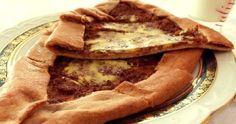 La tradicional pizza turca forman este pastel de carne picada turco