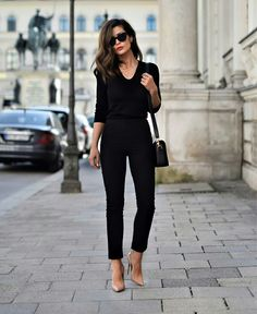 All black everything + nude heels skiny jeans stil mode, outfits für die ar Fashion Mode, Fashion Over 40, Work Fashion, Fashion Trends, Style Fashion, Women's Fashion, Fashion Outfits, Fashion 2018, Autumn Fashion Women Over 40