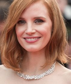 Jessica Chastain shows off the perfect lob haircut –– worn with natural beach waves this hairdo is the ideal spring to summer haircut.