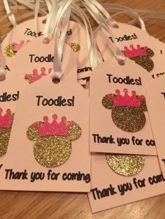 Minnie Mouse kid's birthday party decor with balloons and pink table settings Minnie Mouse Favors, Minnie Mouse First Birthday, Minnie Mouse Baby Shower, Mickey Party, Mickey Mouse Birthday, Minnie Mouse Party Decorations, Minnie Mouse Theme Party, Mini Mouse Party Favors, Minnie Mouse Cricut Ideas