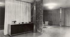 Mies van der Rohe, Tugendhat - interior, 1930, Brno, Czechoslovakia Bauhaus Interior, Bauhaus Chair, Bauhaus Furniture, White Velvet Curtains, Low Bookshelves, Ludwig Mies Van Der Rohe, Built In Furniture, Living Area, Interior Decorating